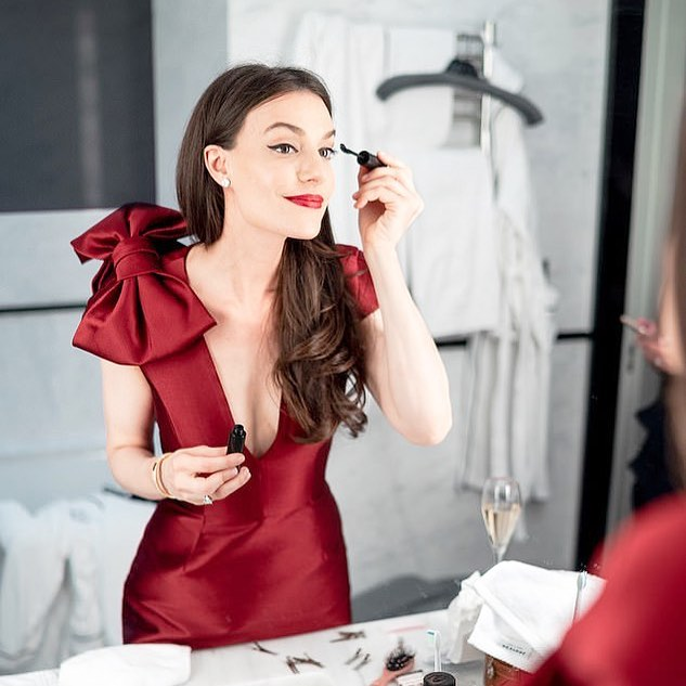Classy woman doing her make up.